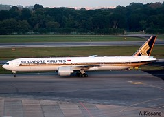 SINGAPORE B777 9V-SWS (Adrian.Kissane) Tags: plane airplane outdoors airport singapore ramp aircraft jet airline boeing changi 777 airliner b777 9vsws 19122008 34584