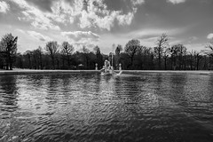 Statue in the water (BisonAlex) Tags: europe 歐洲 sony a73 a7iii a7m3 a7 taiwan 台灣 外拍 旅拍 travel 街拍 street streetphoto streetshot vienna austria 維也納 奧地利 schönbrunnpalace 熊布朗宮 美泉宮