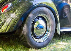 VW reflect (Benjamin Carayon) Tags: rollsroyce car tyre wheel volkswagen