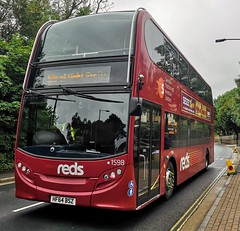 Salisbury Reds 1598 is on Staplers Road while on a Festival Shuttle from Cowes to the Festival site. - HF64 BSZ - 16th June 2019 (Aaron Rhys Knight) Tags: salisburyreds 1598 hf64bsz 2019 staplersroad newport isleofwight gosouthcoast goahead alexanderdennis enviro400