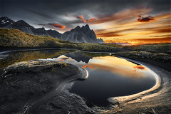 Vestrahorn Sunrise - Nouvelle version (EtienneR68) Tags: a7r3 a7riii iceland islande landscape mer montagne montain nature panorama paysage reflection reflet scenic scenery sea sony stokknes sunrise travel vestrahorn voyage water