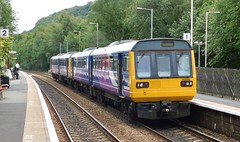 Double Pacers at Mytholmroyd (The Walsall Spotter) Tags: mytholmroyd railway station class142 pacer dmu railbus 142089 142095 yorkshire networkrail uk british railways northernrail