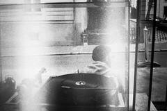Platine vitrine (herbdolphy) Tags: analog analogique argentique pellicule 35mm film konicapop fomapan 400 turntable disquaire diggers filmisnotdead filmphotography grain blackwhite noiretblanc