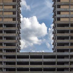 20190615-1084810 (Chris Silva Photography) Tags: offenbach hessen deutschland frankfurt frankfurtammain kwuhochhäuser kaiserlei hochhaus wolkenkratzer architektur gebäude abbruch abriss brüstung beton stützen wolken himmel blau stadt