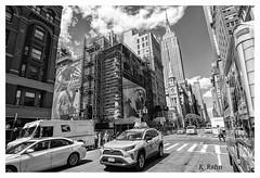 in den Straßen von New York (aus Kiel) Tags: strase stadt taxi new york verkehr urbano strasen gebäude manhattan architektur autos neu uns downtown cabs gelb turm silhouette transport reisen stadtlandschaft