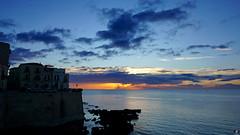 ORTIGIA ... L'AUTRE SYRACUSE 009 (aittouarsalain) Tags: ortigia ortygie syracuse siracusa lungomare briddemer mare soleil leverdesoleil ciel nuages