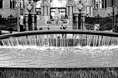 Hospital de Sant Pau - La font (Fnikos) Tags: hospital building construction architecture column entrance entrada design font fuente agua acqua water light shadow shadows street road people blackandwhite monochrome absoluteblackandwhite outside outdoor