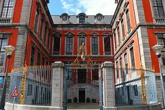 Hôtel de Ville (Liège 2019) (LiveFromLiege) Tags: liège luik wallonie belgique architecture liege lüttich liegi lieja belgium europe city visitezliège visitliege urban belgien belgie belgio リエージュ льеж hotel de ville hôteldeville hoteldeville cityhall violette