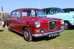 Wolseley 1300 KFB831J (Andrew 2.8i) Tags: classics meet show cars car classic weston westonsupermare british saloon sedan bl britishleyland austin morris 1100 ado16 16 ado 1300 wolseley