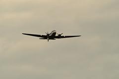 Berlin 16.6.2019 Tempelhof Überflug Rosinenbomber (rieblinga) Tags: berlin thf flughafen 70 jahre luftbrücke überflug dc3 c47 rosinenbomber 400mm 1 4konv