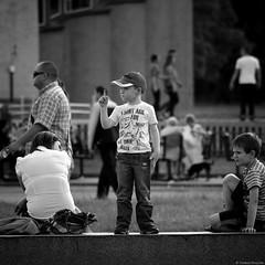 Street life - Chorzów 2012 (Tu i tam fotografia) Tags: blackandwhite noiretblanc enblancoynegro inbiancoenero bw monochrome czerń biel czerńibiel noir czarnobiałe blancoynegro biancoenero kwadrat square quadrat dziecko kids ludzie people człowiek street ulica streetphoto streetphotography fotografiauliczna polska poland miasto city town outdoor palec finger chłopiec dzieci dzieciaki boy candid streetlife