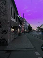 Giesing Sunset (Casey Hugelfink) Tags: munich münchen giesing altgiesing sunset sonnenuntergang dämmerung maghreb dusk dawn silberhornstrase street streetphotography strase empty leer ferien shops läden geschäfte kräne cranes lilawolken sky himmel neon lila violet