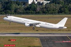 D-AEUC Eurowings Airbus A321-211 (buchroeder.paul) Tags: eddl dus dusseldorf düsseldorf nordrheinwestfalen north rhinewestphalia germany deutschland europe europa abflug departure dawn morgen