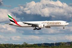 A6-EQF Emirates Boeing 777-31HER (buchroeder.paul) Tags: eddl dus dusseldorf düsseldorf nordrheinwestfalen north rhinewestphalia germany deutschland europe europa final a6eqf emirates boeing 77731her dusk abend