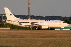 LZ-LVK ALK Airlines Boeing 737-3H4 (buchroeder.paul) Tags: eddl dus dusseldorf düsseldorf nordrheinwestfalen north rhinewestphalia germany deutschland europe europa ground boden lzlvk alk airlines boeing 7373h4 dusk abend