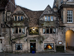 The Bridge Tea Rooms / Bradford-on-Avon,  Wiltshire (zilverbat.) Tags: engeland england europa longexposure uk verenigdkoninkrijk zilverbat architecture night nightphotography building pin tripadvisor travel trip visit windows old 1675 stone stones history brick bricks age print desktop tea house