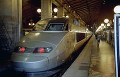 2001-11-04 Paris Gare du Nord (beranekp) Tags: france frankreich paris railway eisenbahn železnice station bahnhof nádraží train zug tgv night nacht