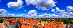 Above the roofs (@DinAFoto) Tags: quedlinburg harz sachsenanhalt germany sky clouds town red blue panorama