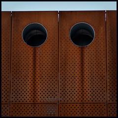 Lochmaskenrosttränengesicht (schau_ma_da) Tags: 2604 album1 düsseldorf deutschland flickr gesicht gesichter nikond5300 pareidolie quadrat rostig schaumada tamron70300 verwittert