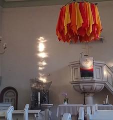 Abendliche Lichtsäule über der Osterkerze in unserer #Kirche. (alexebel) Tags: instagram iphone4
