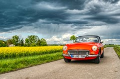 beware the rain (carsten.plagge) Tags: 2019 a6300 cp55 carstenplagge farben himmel mg mgb roadster rot