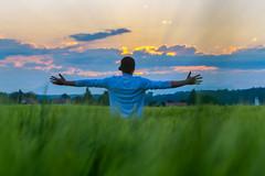 Ask who not how (stefan.bayer) Tags: sb schools peter diamandis school life advice myself cap sunset sun clouds leutkirch allgäu sonne wolken 88299 hands human green wiese
