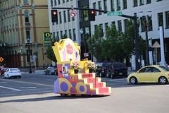 "QI8A8563 (komissarov_a) Tags: rain shine rose festival 2019 clown prince portland oregon parade grand floral centerpiece june spectators girls floats queen court president society canon 5d mark3 rgb komissarova streetphotography fun tradition celebration ""highschool"" award flowers ambassadors rosarians music princesses bands firefighters clowns cadets navy tsa walk mayor annual largest college scholarship alaska boeing foundation mexican vietnamese sistercity khabarovsk band marching burnside bridge парад фестиваль роз портланд орегон праздник королева школьники гости зрители клоун полиция моряки оркестры"