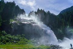 Untere Fallstufe (KaAuenwasser) Tags: krimmlerwasserfälle wasserfall wasserfälle wasser felsen steine berge alpen berg achenfall österreich gletscherbach wald baum bäume mensch besucher fall sonne sonnig licht schatten natur