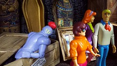"""""""Now let's see if we can find out what's happened to Professor Hyde White."""" (custombase) Tags: scoobydoo figures freddy fred jones velma dinkley daphne blake theblackknight museum diorama toyphotography"""