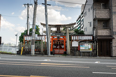 松明殿稲荷神社/Taimatsuden-Inari-jinja (fushoku) Tags: 1125 280mm apsc architecture city emount gate handheld iso100 japan kmount kyoto manual manualfocus outdoor pentax prime smcpentaxk13528 shrine sony street summer a6000 f80