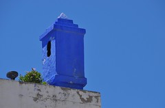 variations of blue (derpunk) Tags: asilah assilah arzila blue sky tower grey green wall colour color morocco maroc north sun white flower nature lamp