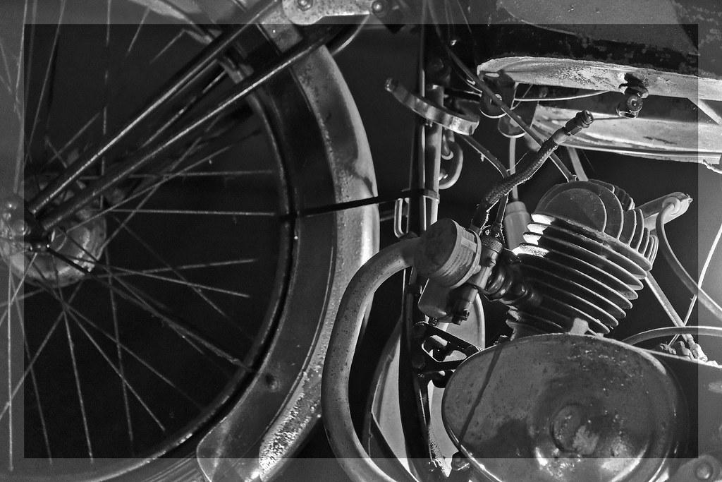 Noir En Blanc Cuir Moto Vintage Et Tech2roo Mitsou Pour