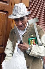 Old Man with knife (klauslang99) Tags: klauslang streetphotography man knife old face person cuenca