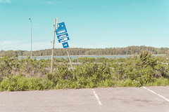 Connection Parking (pni) Tags: trafficsign sky guard rail tree grass water sea bush parkinglot carpark länsiväylä västerleden espoo esbo finland suomi pekkanikrus skrubu pni