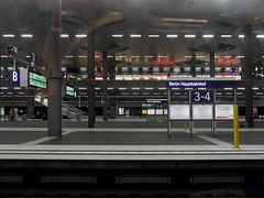 3-4 (onnola) Tags: deutschland germany bahn deutschebahn db bahnhof station bahnsteig platform eisenbahn railway berlin mitte