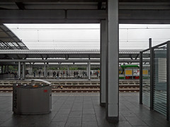 Erfurt Hbf (onnola) Tags: deutschland germany bahn deutschebahn db bahnhof station bahnsteig platform gleis track eisenbahn railway passagier passenger reisende erfurt thüringen thuringia