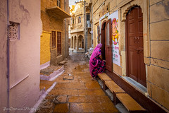 Jaisalmer Fort Streets, Rajasthan, India (Catherine Gidzinska and Simon Gidzinski) Tags: 2018 india jaisalmer november rajasthan gidzinska gidzinski grainconnoisseur woman streetphotography colour streat jaisalmerfort fort