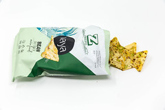 Offene Verpackung mit veganen Bohnen- und Kichererbsenchips Vaya - Salt Snack - von Zweifel, auf weißem Hintergrund (verchmarco) Tags: noperson keineperson paper papier money geld business geschäft achievement leistung isolated isoliert stranded gestrandet food lebensmittel wealth reichtum finance finanzen chip delicious köstlich isolate isolieren corn mais2019 2020 2021 2022 2023 2024 2025 2026 2027 2028 2029 2030 market fence owl nikkor colour eos dusk decoration pet christmastree