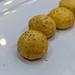 Herzhafte Cheeseballs mit Schinken auf weißem Probierteller auf dem BarCamp in Bonn