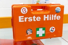 "Orange Erste Hilfe Box mit ""I love Bonn"" und Beethoven-Aufkleber auf dem BarCamp Bonn (verchmarco) Tags: bcko19 bcbn19 koblenz basecamp hostel bcbn20 barcamp bcko20 bonn noperson keineperson emergency notfall travel reise plastic kunststoff aid hilfe business geschäft retro isolated isoliert safety sicherheit vacation urlaub urgency dringlichkeit signal tripjourney ausflug family familie danger achtung rescue rettung conceptual konzeptionelle security warning warnung designing entwerfen2019 2020 2021 2022 2023 2024 2025 2026 2027 2028 2029 2030 dusk owl kodak mono camera truck pier shop outside spain"