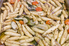 Zucchini-Schupfnudelpfanne mit Gemüse und Zwiebeln im Wärmebehälter am Büfett in der Nahaufnahme (verchmarco) Tags: bcko19 bcbn19 basecamp hostel koblenz bcbn20 barcamp bcko20 bonn noperson keineperson vegetable gemüse nutrition ernährung food lebensmittel health gesundheit desktop delicious köstlich cooking kochen pasture weide healthy gesund ingredients zutaten dinner abendessen grow wachsen diet diät wood holz root wurzel crisp knackig many viele nature natur closeup nahansicht2019 2020 2021 2022 2023 2024 2025 2026 2027 2028 2029 2030 historic fence ciel owl kodak shop ice eos harbour decoration
