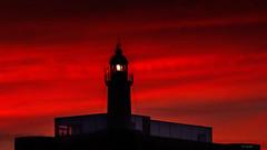 El faro (Carpetovetón) Tags: anochecer faro cielo castillofaro luz colores castrourdiales nikond200 tamron70200 cantabria españa