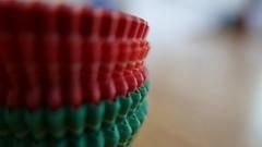 ╝╝╝╝╝╝╝╝ (ghiro1234 [♀]) Tags: macromondays mm curves curve pirottini pirottinidicarta hmm robertaghidossi ghiro1234♀ macro macrodellunedì rosso verde sfocato