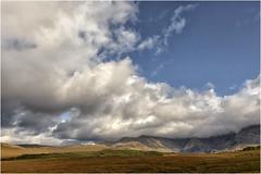 Camino a las Fairy Pools (Fernando Forniés Gracia) Tags: granbretaña reinounido escocia highlands paisaje landscape naturaleza nubes montaña