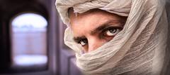 Orient man (Saurí) Tags: eyes arabia