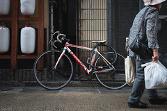 街 (fumi*23) Tags: ilce7rm3 sony street sel35f28z sonnar sonnartfe35mmf28za a7r3 alley 35mm people emount bicycle miyazaki ソニー 路地 街