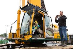 In de bouwmachines (Rotterdamsebaan) Tags: vlietzoom denhaag infra infrastructuur bouwen techniek rotterdamsebaan dagvandebouw tunnel