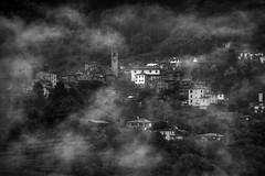 San Romano (Leica Monochrome) Tags: italien blackandwhite bw italy blackwhite landschaft pictures monochrome landscape licht monochrom garfagnana ländlich monocromatico sanromano