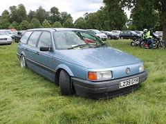 L239 GYR - 1993 Volkswagen Passat 2.0 CL estate (quicksilver coaches) Tags: volkswagen vw passat l239gyr stockwoodpark luton