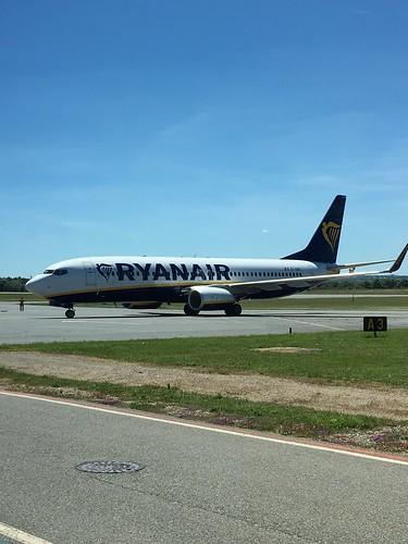 Ryanair EI-GSK at Rodez Aveyron